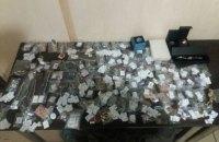 В коробках из-под обуви и чая женщина везла в оккупированный Донбасс драгоценностей на 200 тыс гривен