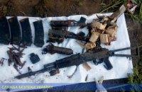 В заброшенной школе в ООС нашли тайник с арсеналом оружия, которое числилось как утерянное