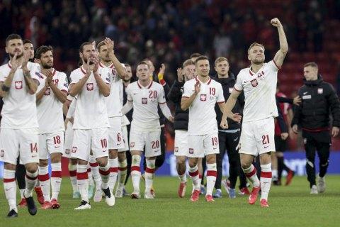 Футболісти збірної Польщі потрапили під град кинутих з трибун албанськими фанами пляшок
