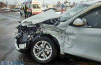 На Дарницком шоссе в Киеве грузовик Man протаранил внедорожник BMW