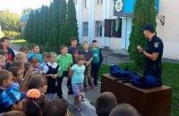 В управлении патрульной полиции Харькова провели экскурсию для школьников