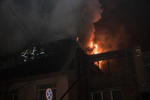 У центрі Києва сталася велика пожежа в офісній будівлі