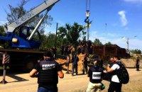 Сотрудники ГосЧС начали демонтаж фортификаций около моста в Станице Луганской