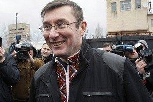 Луценко перед возвращением в Киев заедет к Меркель