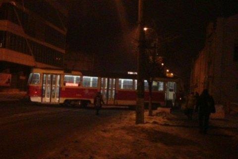 У Києві трамвай зійшов з рейок і став поперек вулиці