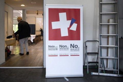 Швейцарцы на референдуме выступили за ужесточения правил по владению оружием
