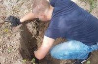 На неработающем предприятии в Киеве нашли тайник с гранатометами и пластидом