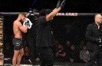 Розлючені фани закидали октагон пляшками після головного поєдинку турніру UFC