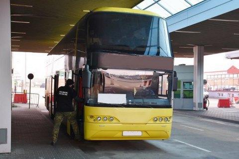 В Польшу не пустили украинский автобус из-за ковида у пассажира