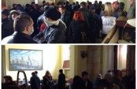 Харьковские сепаратисты устроили потасовку в здании ОГА