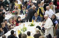 Папа Франциск пригласил на обед 4 тысячи нуждающихся