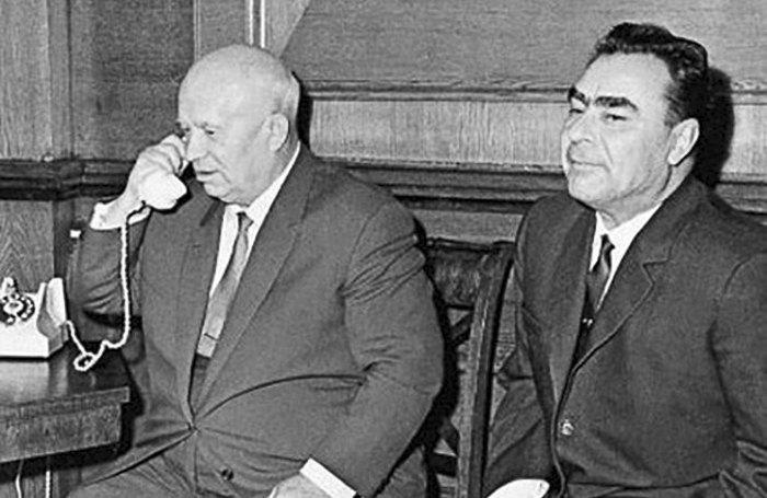 Первый секретарь ЦК КПСС Н.С.Хрущев и Председатель Президиума Верховного Совета СССР Л.И.Брежнев