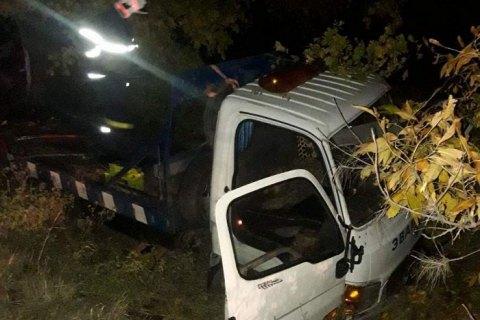 На трассе в Николаевской области эвакуатор съехал в кювет, водитель погиб