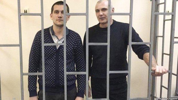Алексей Назимов и Павел Степаненко (слева) в суде Алушты