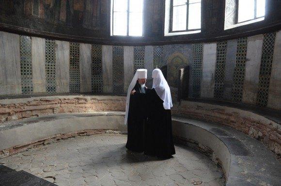 Кирилл и Владимир в алтаре Софийского собора, вход в который ограничен даже для сотрудников заповедника