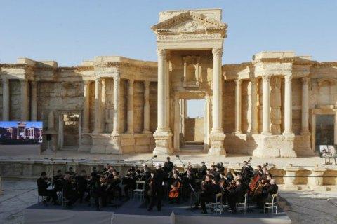 Боевики ИГИЛ разрушили часть амфитеатра в Пальмире