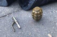 В Киеве мужчина пытался самостоятельно обезвредить гранату, привезенную из зоны АТО