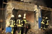 В Киеве сгорел склад лакокрасочных изделий на улице Стеценко