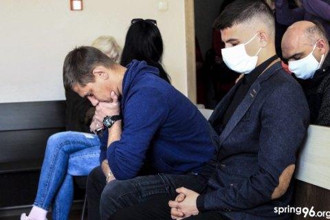 У Білорусі двох жителів Мінської області, які намагалися відбити затриманого в ОМОНу, ув'язнили на три роки