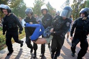 КС запретил задерживать граждан за неповиновение милиции