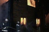 У Києві на Осокорках повністю згорів 2-поверховий будинок