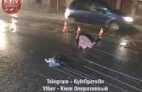 Под Киевом иномарка на скорости сбила трех женщин на переходе и скрылась
