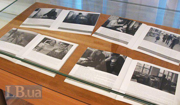 Несмотря на критику со стороны журналистов и обычных посетителей, в музее не стесняются рассказывать об актуальных темах языком искусства