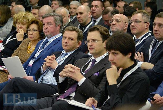 Слева направо: Василий Юрчишин, директор экономических программ Центра Разумкова, Олег Устенко, исполнительный директор Международного фонда Блейзера, Дмитрий Кулеба, МИД и Павел Кухта