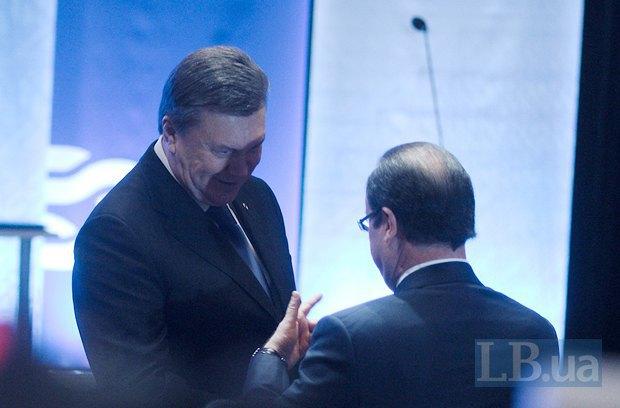 Янукович беседует с Франсуа Олландом