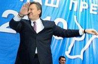 Янукович просит на участках петь и пить