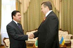 "Янукович общается ""тет-а-тет"" с Президентом Туркменистана"