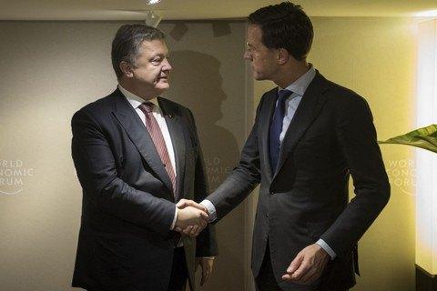 Порошенко в Давосі обговорив з прем'єром Нідерландів ратифікацію УА
