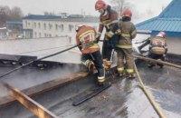 В Киеве загорелся склад мебели и керамики