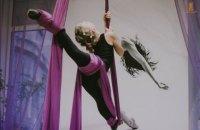 Воздушная гимнастка во время соревнований получила тяжелые травмы после падения с 8 метров