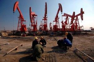 Цены на нефть в США продолжают падать
