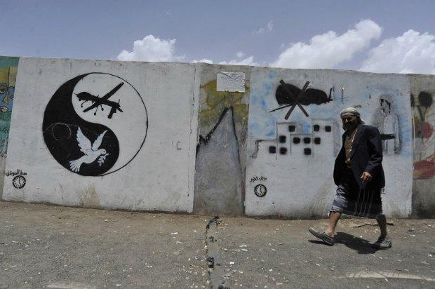 Граффити против применения дронов в Йемене