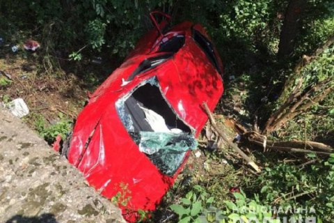 В Закарпатской области 12-летний подросток на квадроцикле сбросил с дороги легковушку