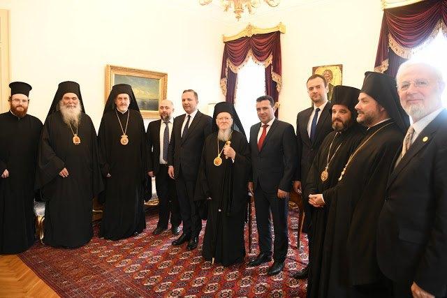 В Центре: врио премьер-министра Северной Македонии Оливер Спасовски, Вселенский патриарх Варфоломей и бывший премьер Зоран Заев