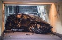 Легковушка влетела в подземный переход в Киеве