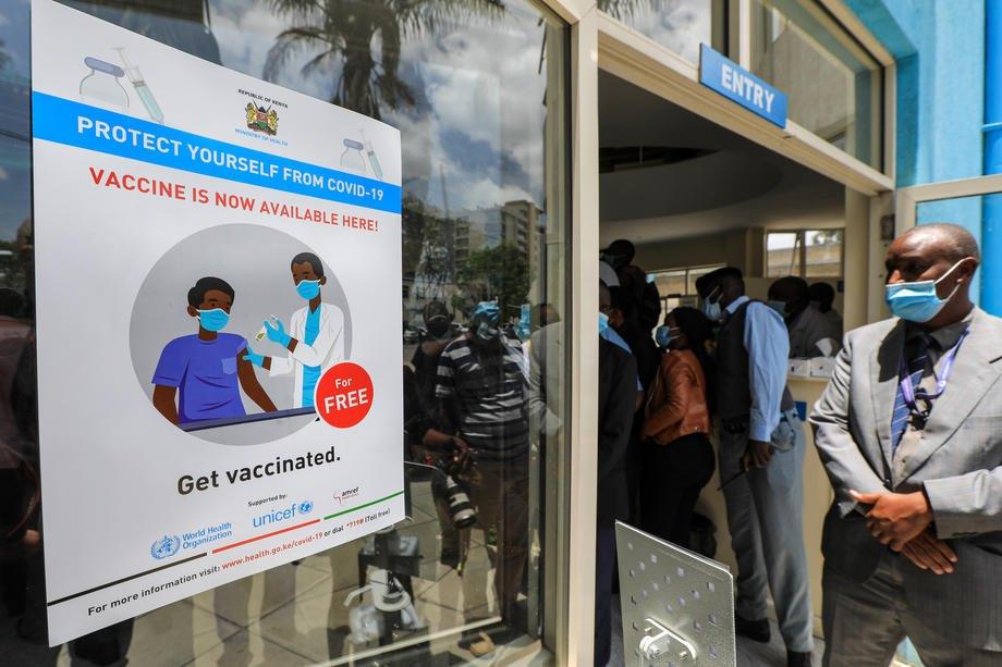 Вакцинація проти СOVID-19 медичних працівників у Найробі, Кенія, 05 березня 2021