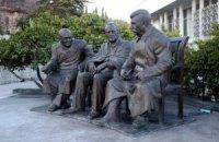 В Ялте открыли памятник Сталину, Черчиллю и Рузвельту