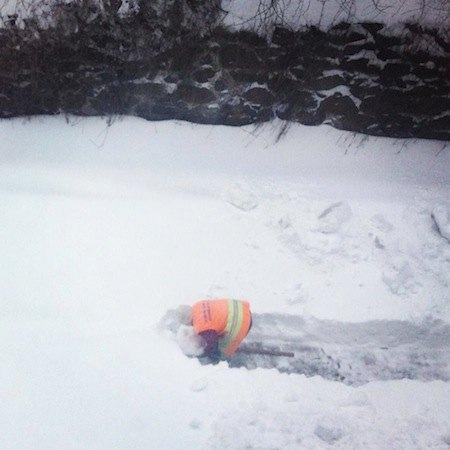 Дворник убирает снег, Киев