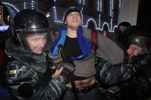 На Триумфальной площади начались задержания активистов, власть готовит водометы
