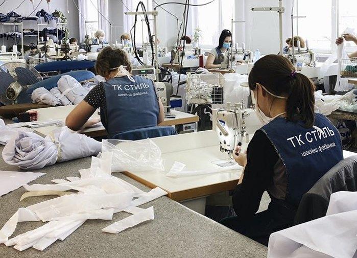 На фабрицi 'Текстиль-Контакт' вiдшивають захиснi костюми