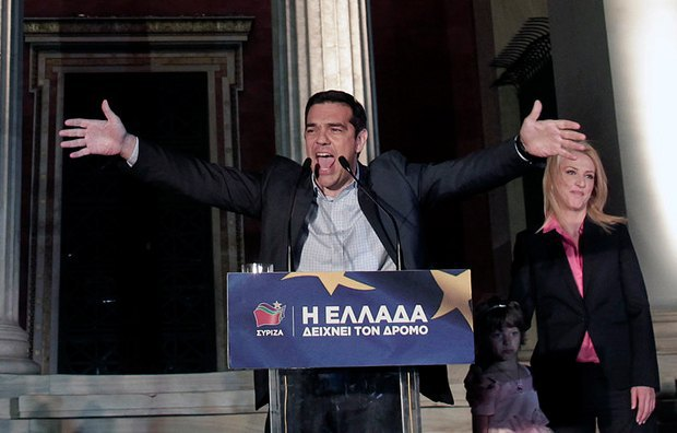 Алексис Ципрас радуется победе на митинге в Афинах