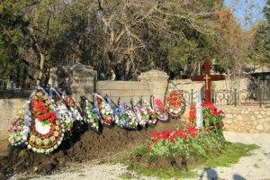 Александр Янукович объяснил выбор места для похорон брата