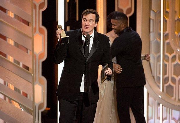 Квентин Тарантино забирает награду для Эннио Морриконе за лучшую музыку к фильму