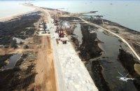 Путин с вертолета осмотрел район строительства моста в Крым