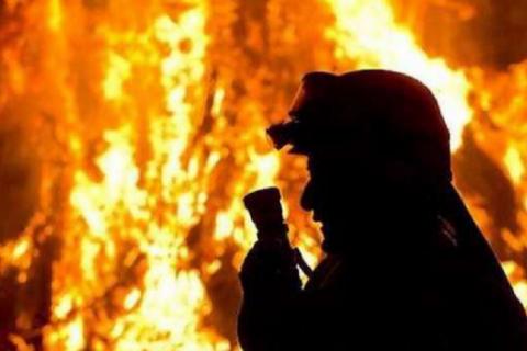 У Сумах сталася пожежа на стоянці, де було 50 автомобілів