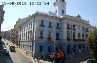 Депутат Черновицкого горсовета залез в кабинет мэра при помощи автовышки